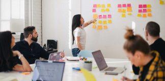 Top-5-Benefits-of-Hiring-a-Business-Advisory-Service-on-toplineblog
