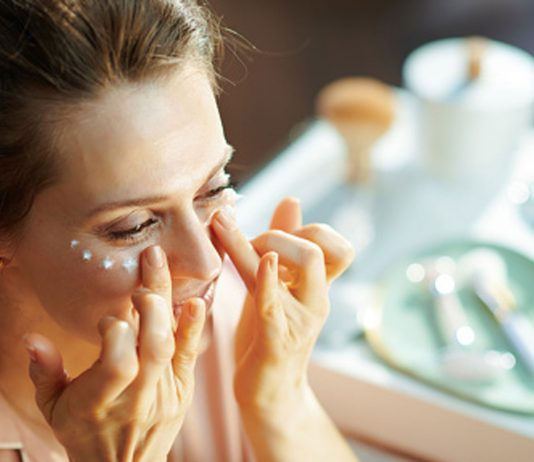 Applying-Your-Eye-Cream-Know-about-Do's-&-Don'ts-on-toplineblog-info
