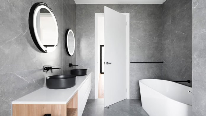 Best-Ways-to-Enlarging-Bathroom-Spaces-by-Using-Mirror-on-toplineblog-info
